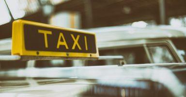 タクシーのマナーと乗り方